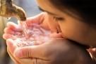 Eau potable : pourquoi vaut-il mieux boire celle du robinet