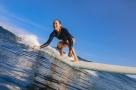 Entre lien avec la nature et richesse des sensations : et si vous goûtiez au surf, un sport à part ?